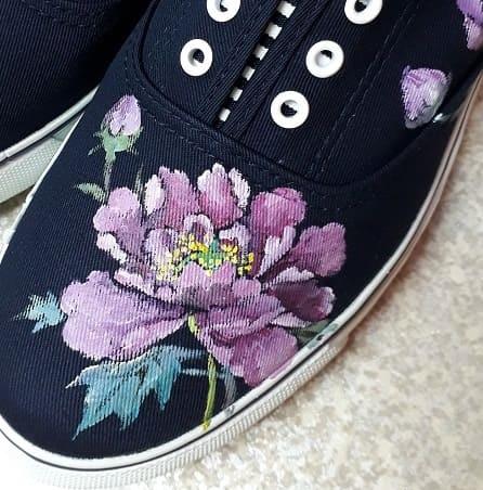 お花の手描きシューズ